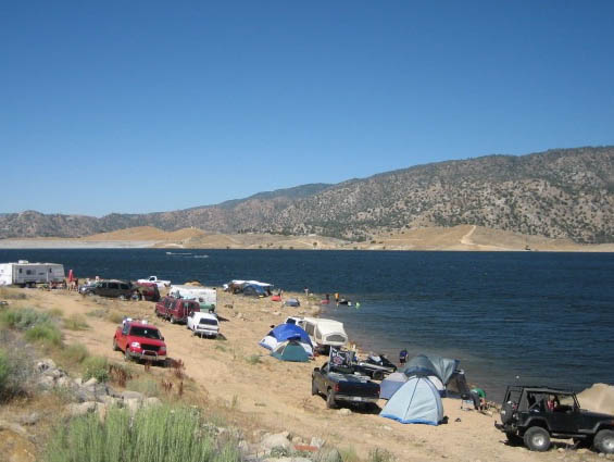 rv camping on the beach at lake isabella